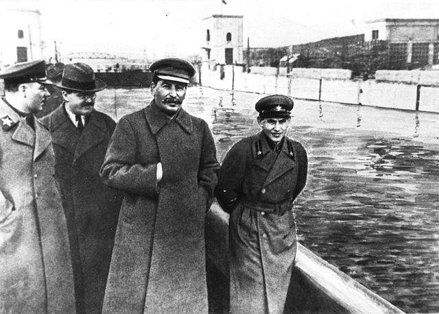 http://avas.bg/img-cpe/history/2017/201709/9/640px-Voroshilov%2C_Molotov%2C_Stalin%2C_with_Nikolai_Yezhov.jpg